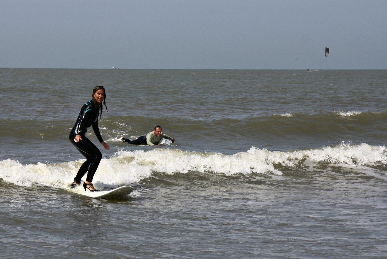 high-heel-surfing-9b