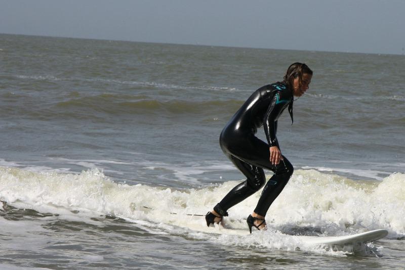high-heel-surfing-9c