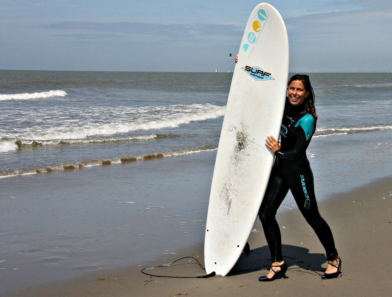 high-heel-surfing-1a