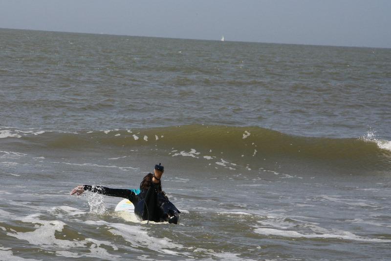high-heel-surfing-1b